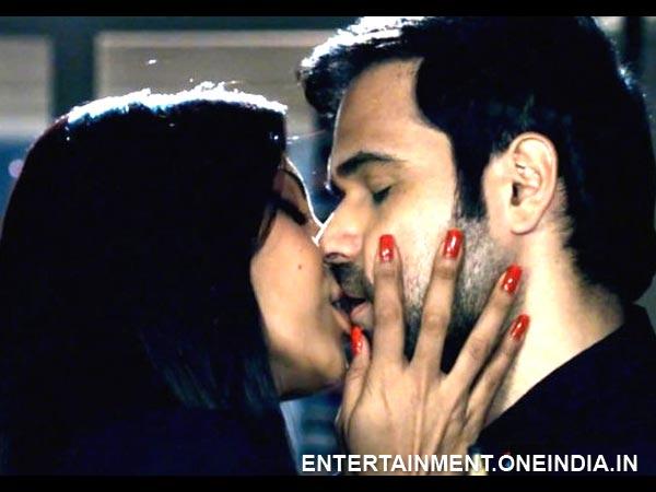 Bipasha Basu Kiss Video