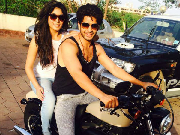 Jhalak Dikhla Jaa 7's Kritika Kamra And Actor Karan Kundra Lunch Together is kritika out