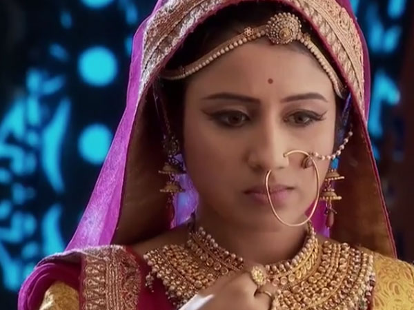 Jodha Risks Life, Tastes Food
