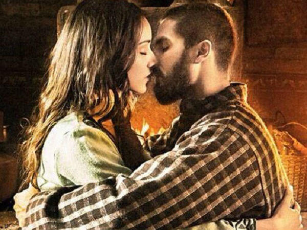 New Serial Kisser: Shahid Kisses Shraddha In Haider