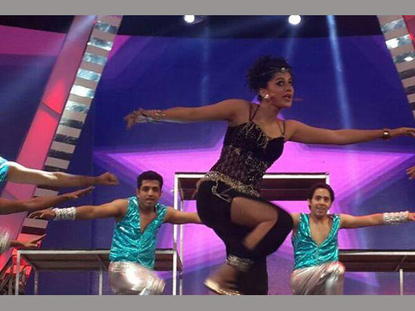 Taapsee Performs At Filmfare Awards South 2014