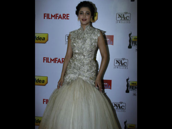 Shruti Hassan On Red Carpet At 61st South Filmfare Awards
