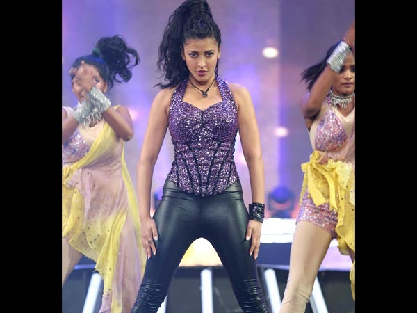 Shruti Hassan Killing It On Stage