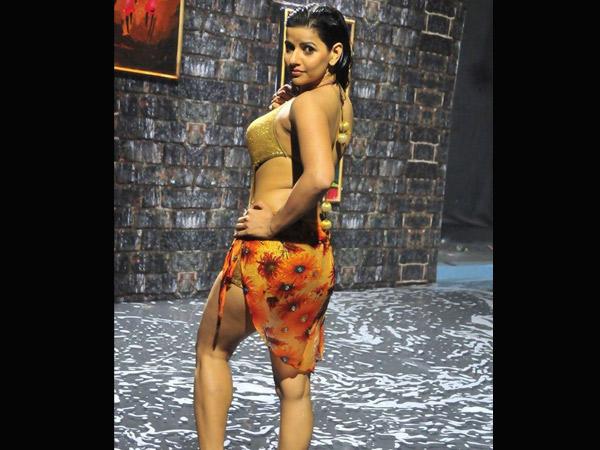tamil-item-girls-nude-mulai-white-girls-shaking-their-asses