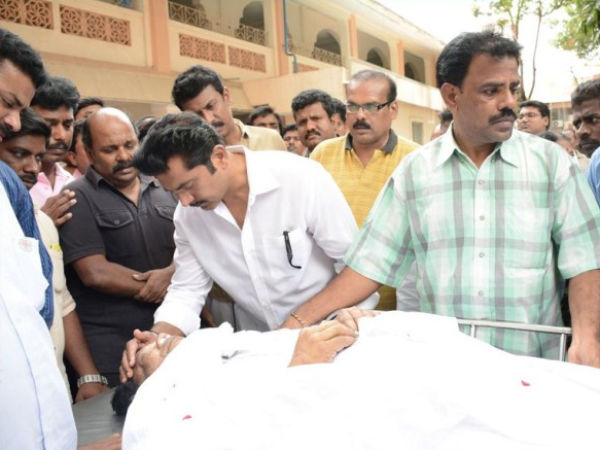Sarath Kumar Paying Last Respects