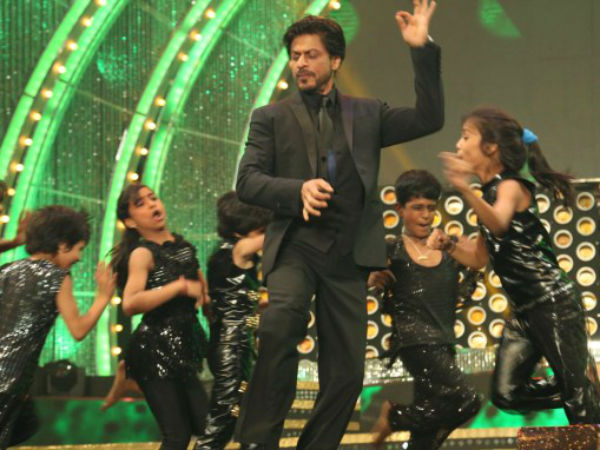 Shahrukh Khan Shaking His Legs