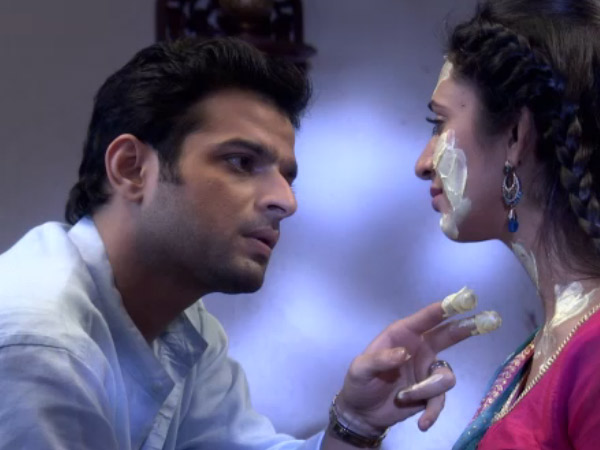 Yeh Hai Mohabbatein: Ishita Suffers Allergic Attack, Raman Takes Care Of Her