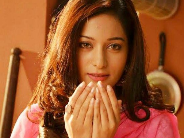 how can meet amrita rao