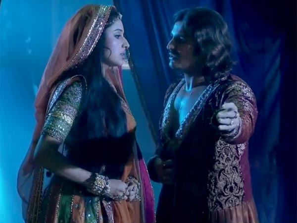 Jodha Comes Into The Washroom