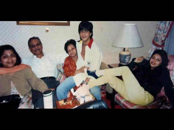 Shahrukh Khan With His Loved Ones