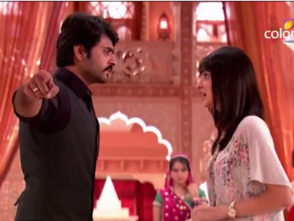 Rangrasiya: Rudra Insults Myra And Expels Her