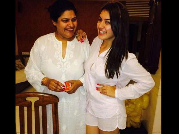 Hansika Posing For The Camera With Her Mom