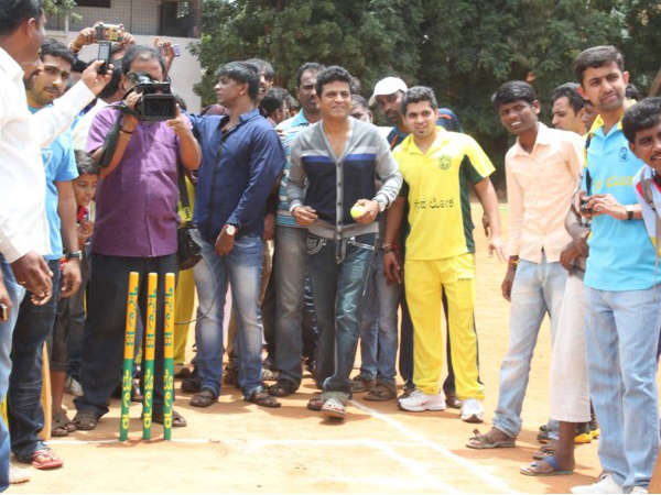 Shivanna bowls to his brother