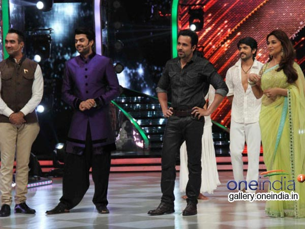 Emraan With The Dancers