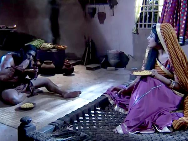Jodha Akbar: Jodha Spends Night With Khaiber, Jalal Suspicious Or Confused?