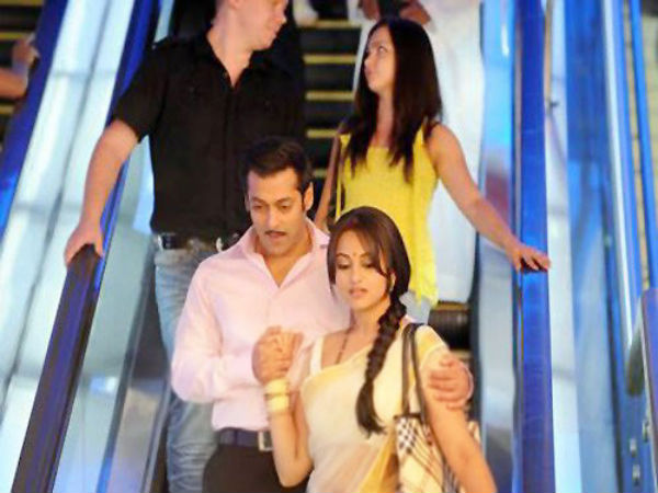 Caring Chulbul Pandey With His Wife