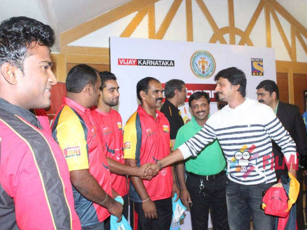 Sudeep with Kabbadi players