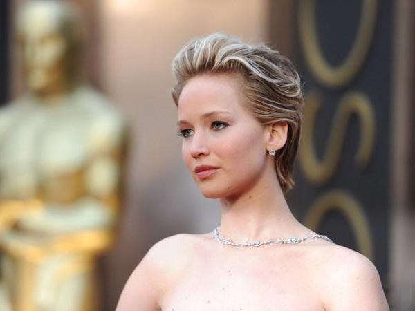 Jennifer Lawrence Contacts Authorities After Her Nude Pics Leak Online