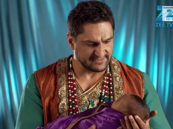 Jodha Akbar: Akbar Punishes Sharifuddin, Bakshi Saves Him