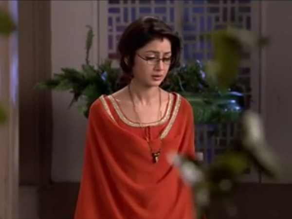 Kumkum Bhagya: Pragya Thrown Out Of Abhi's House!