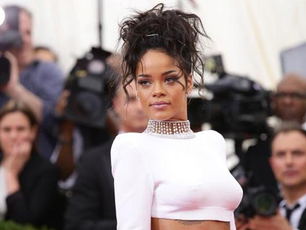 Rihanna To Finally Act With Daniel Craig In Bond's Next Movie?