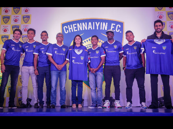 Abhishek Bachchan With His Team