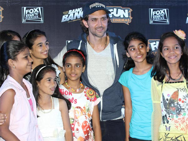Hrithik With Fans