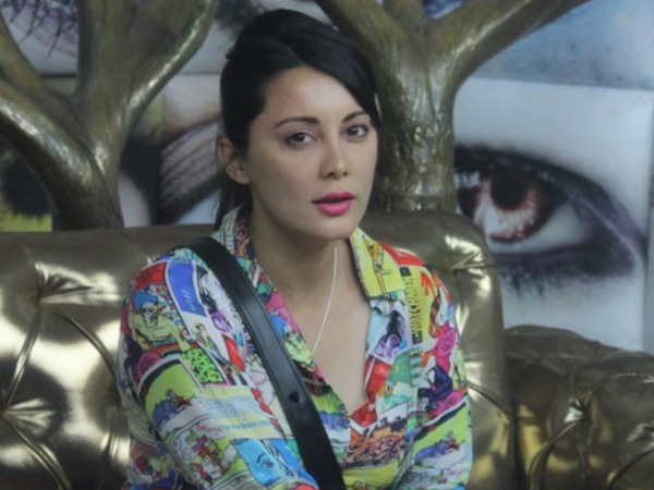 Bigg Boss 8: Hurt By Puneet Issar, Minissha Lamba Locks Herself In Loo!