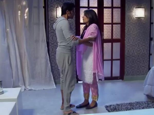 Qubool Hai: Seher Cleverly Avoids Sleeping With Ahil!