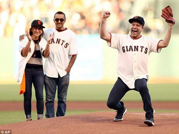 Robin Williams' Children Pay Tribute To Father At Giants Game