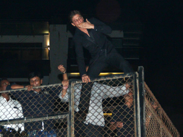 SRK's Flying Kiss
