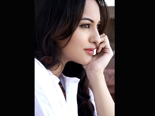 Sonakshi Sinha Pledges To Donate Her Eyes