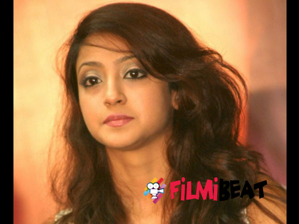 Aindrita Ray Escapes A Major Accident!
