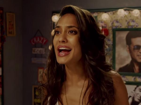 Fan Surprises Lisa Haydon With A Special Gift