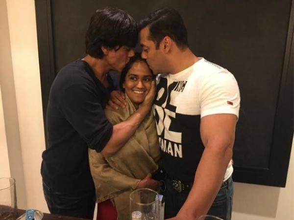 Salman, Shahrukh Khan Smooching Photo Steals Bigg Boss 8 Weekend Ka Vaar!