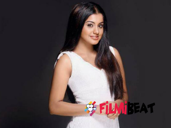 Meera Nandan Turns RJ In Real Life!