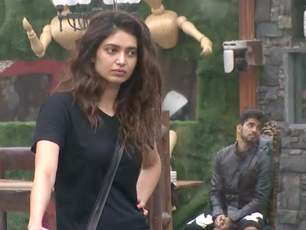 Diandra Uncomfortable With Gautam's Closeness On Bigg Boss 8!