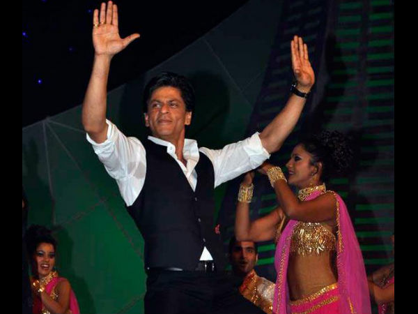 While It Is Already Known That Shahrukh Khan Shared The Dance Floor Along With Salman At Arpitas Wedding Party Lesser Fact SRK Danced