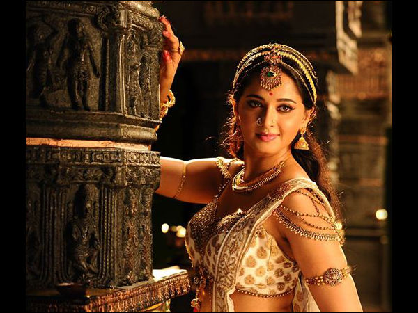 First Look Poster Of Anushka Shetty As Queen Rudhrama Devi