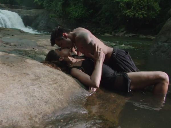 Steamy Scene With Bipasha