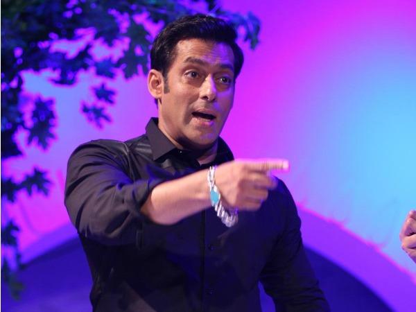 Bigg boss 8 contestant sonali raut hot scene braless in wet saree in the xpose movie - 5 8