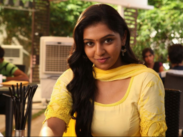 Who Is The Best Tamil Actress Of 2014? - Filmibeat Naan Sigappu Manithan Lakshmi Menon Kiss