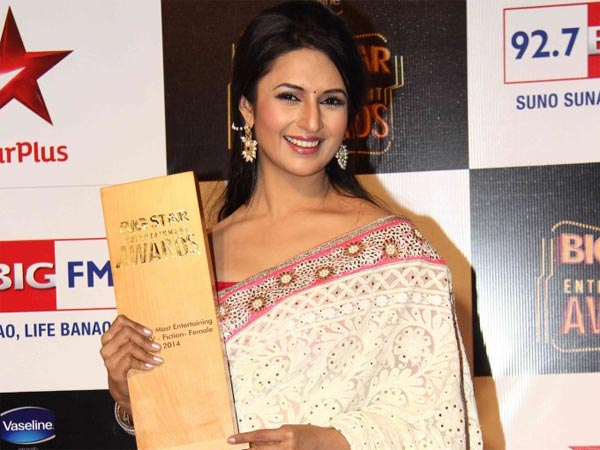 Yeh Hai Mohabbatein's Divyanka Tripathi Wins Big Star Entertainment Award 2014!