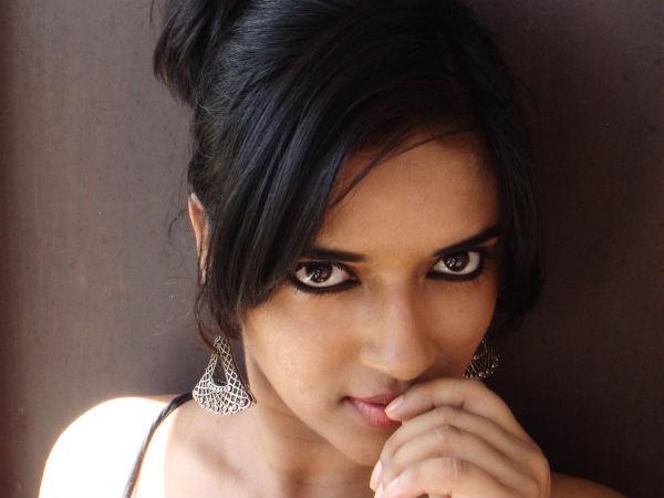 Tamil actress braless