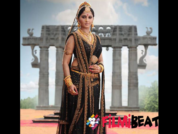 Rudhramadevi; Anushka Shetty's Regal Look Revealed