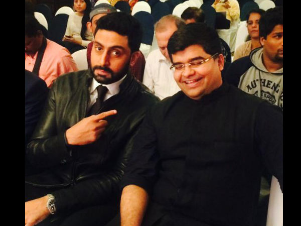 Abhishek Poses With Filmfare Magazine Editor