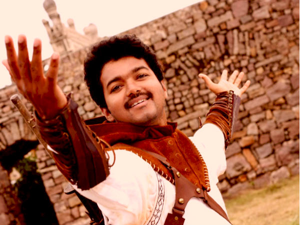 OMG! Ilayathalapathy Vijay Gives Away 265 Gold Coins!