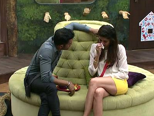 Bigg Boss 8: Karishma Tanna Breaks Down After Called An Opportunist By Dimpy Mahajan!