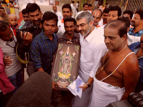 PHOTOS: Ajith Visiting Tirupati And Best Stills From Yennai Arindhaal!