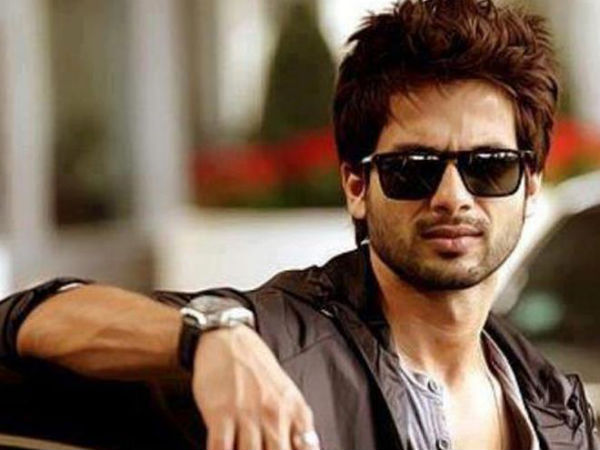 It S Party Time For Shahid Kapoor Filmibeat